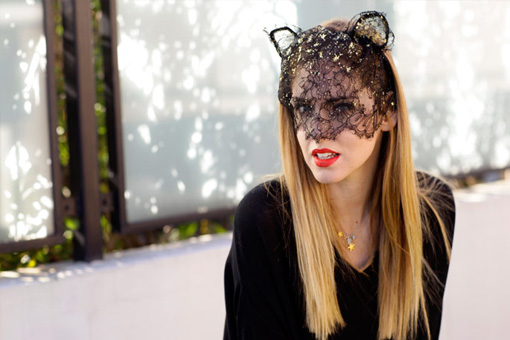 chiara ferragni with a cat mask